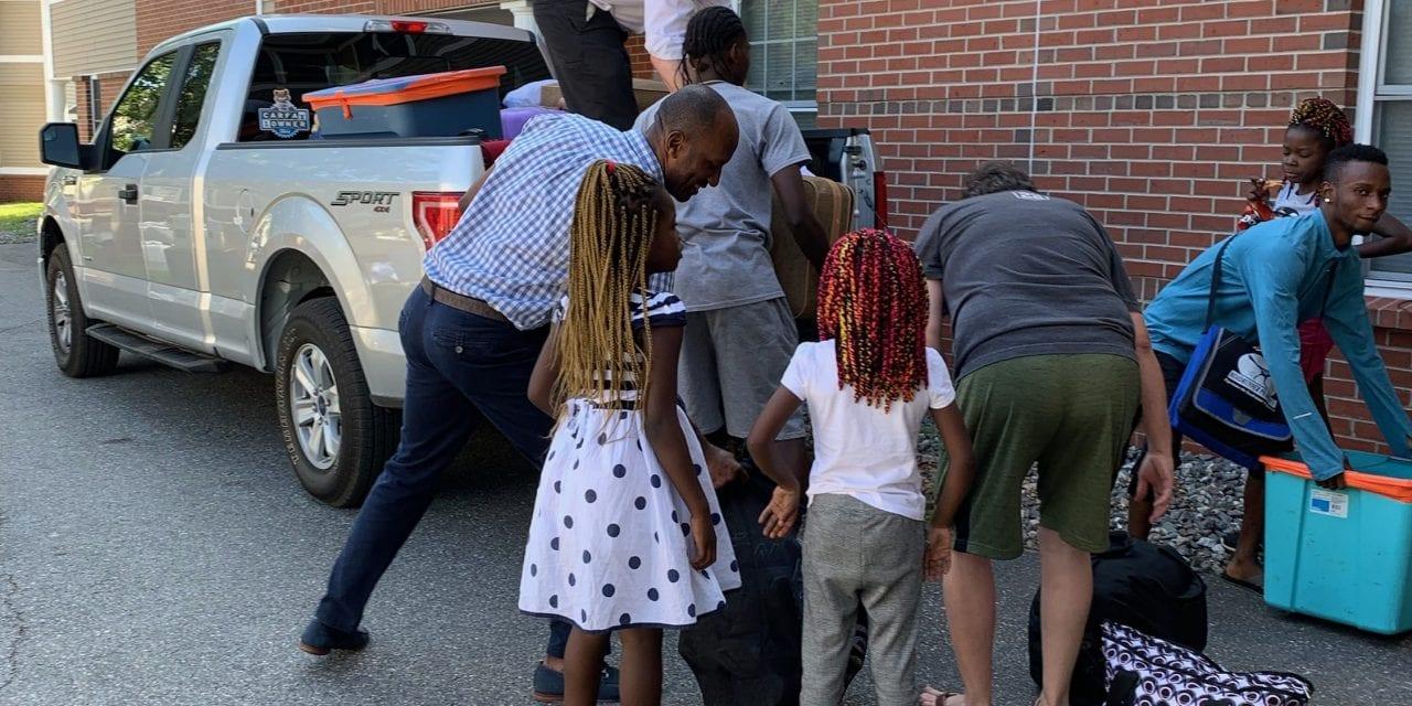 De Kennebunkport à Fort Kent, les Mainers accueillent les familles africaines qui demandent l'asile